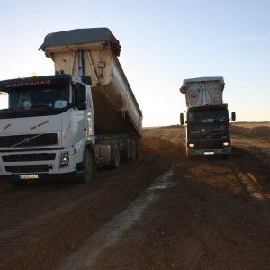 Carga y transporte de zahorra
